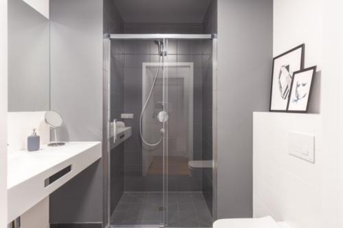 LivinnX Kraków – 2 – person unit Bathroom