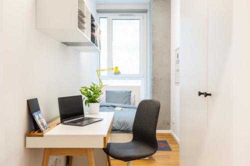 LivinnX Kraków – 2 – person unit bedroom 1 study zone