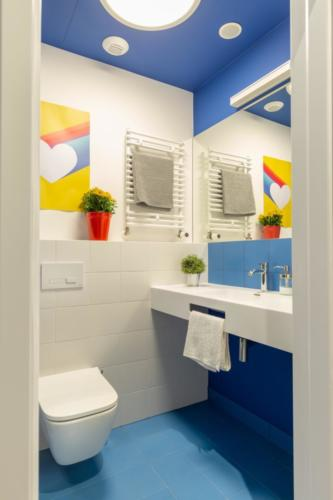 LivinnX Kraków – 2 – person unit with mezzaine beds Bathroom