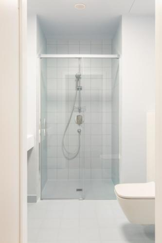 LivinnX Kraków – 3 – person unit Bathroom