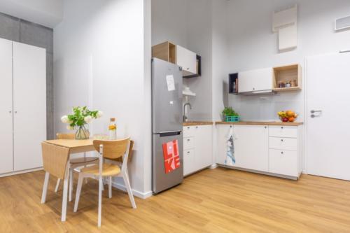 LivinnX Kraków – 3 – person unit Dining room