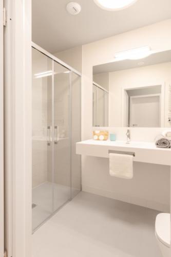 LivinnX Kraków – 4 – person unit Bathroom 2